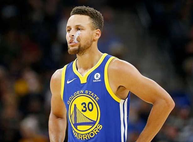 È troppo tardi per entrare nei tre punti, Curry 29 + 11 diventa vuoto